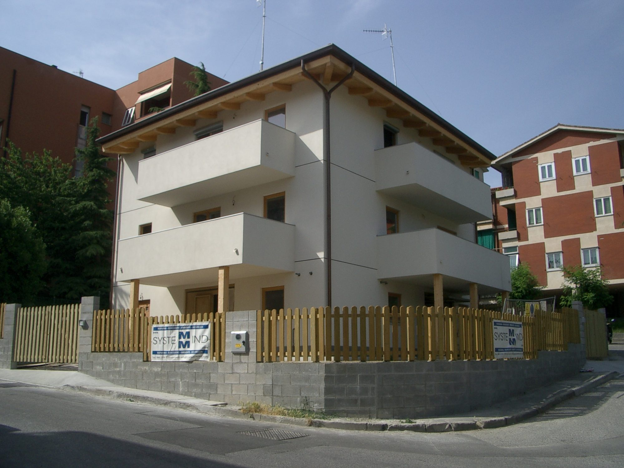 House with several aparements
